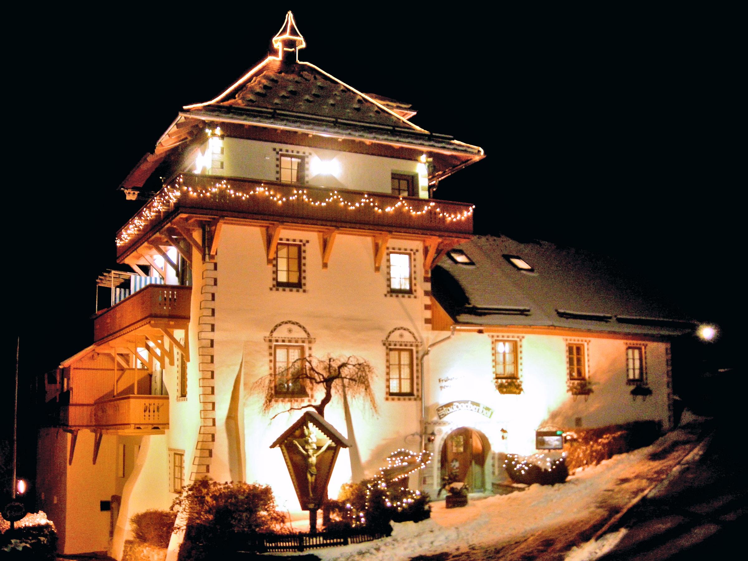 Winterzauber: der Staudacher Hof bei Nacht